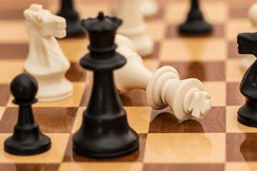 4 gry jednoosobowe planszowe, w które możesz grać samemu