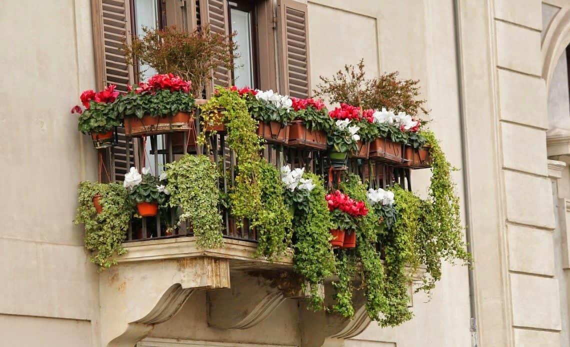 Mocowanie skrzynki na kwiaty do balustrady krok po kroku