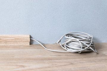 Czym przymocować kabel do ściany? Sprawdzone sposoby!