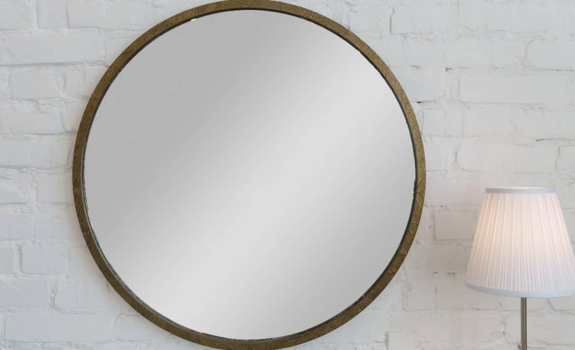 Jak powiesić lustro bez wiercenia? Mamy na to sposób!