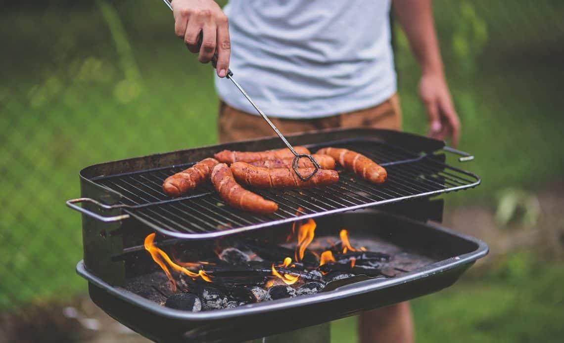 Grill w ogrodzie – wybierz odpowiedni sprzęt i rozpocznij sezon na grillowanie!