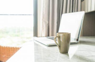 Stoliki do laptopa, czyli pracuj swobonie w domu